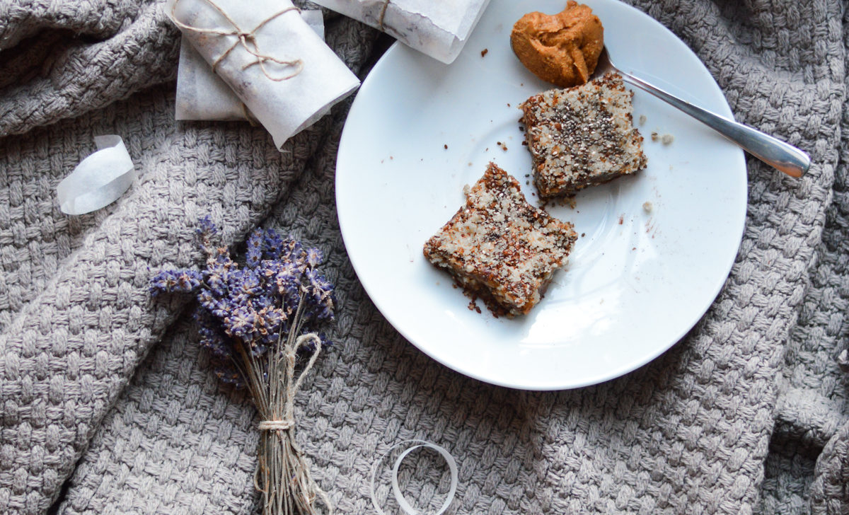 """Raw vegan gingerbread squares, not only for christmas. The most delicious """"brownies"""" you'll have ever eaten! Easily and quickly done."""