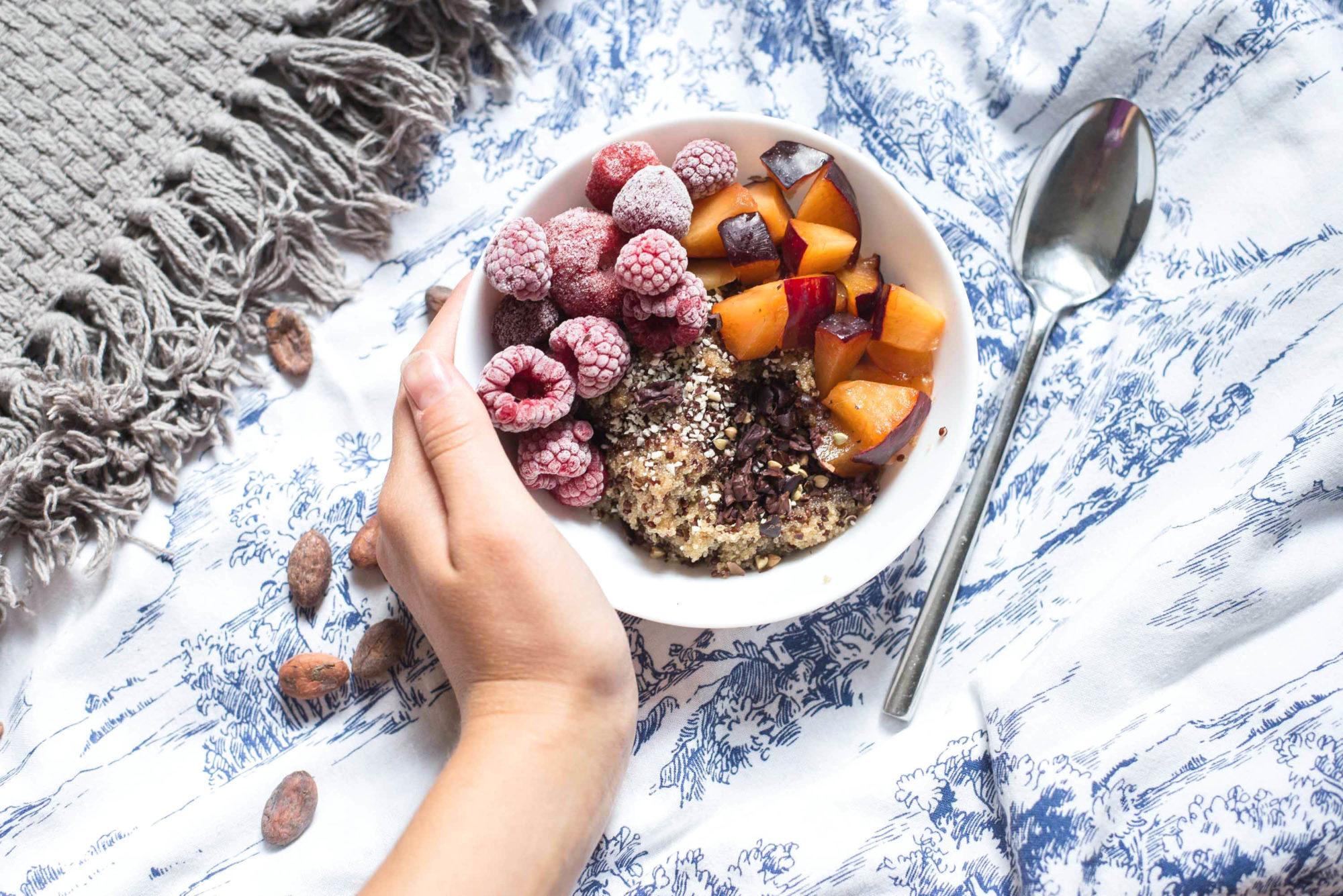 wo eisen her bekommen vegan ernährung veganer amaranth quinoa porridge früchte vitamin c