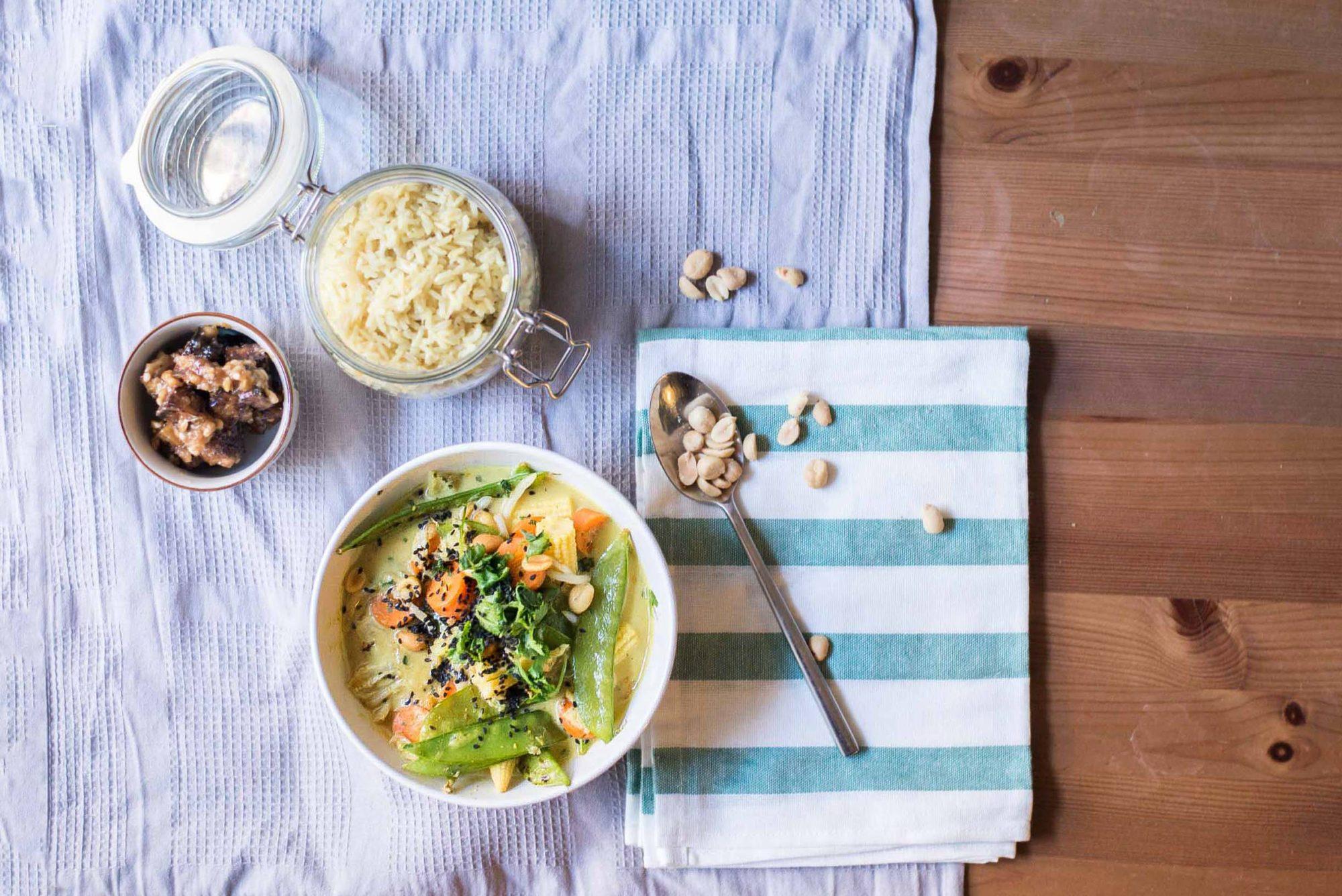 veganes thai-inspiriertes gemüsecurry Reis Tofu Erdnusbutter dogdays of summer blog vintage onlienshop graz Kokos
