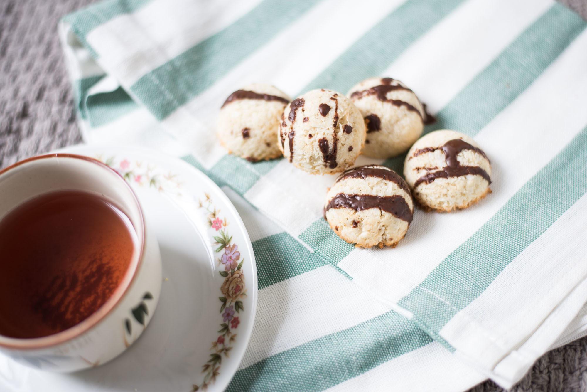 vegan gluten-free quick coconut kisses macaroons christmas cookies graz austria vintage onlinehsop