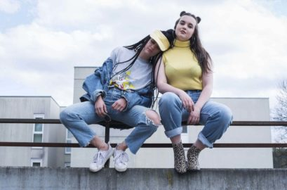 Yellow denim 90s vintage outfit dogdays of summer vintage graz styria austria europe vieanna shop kids from the block cool grunge sporty