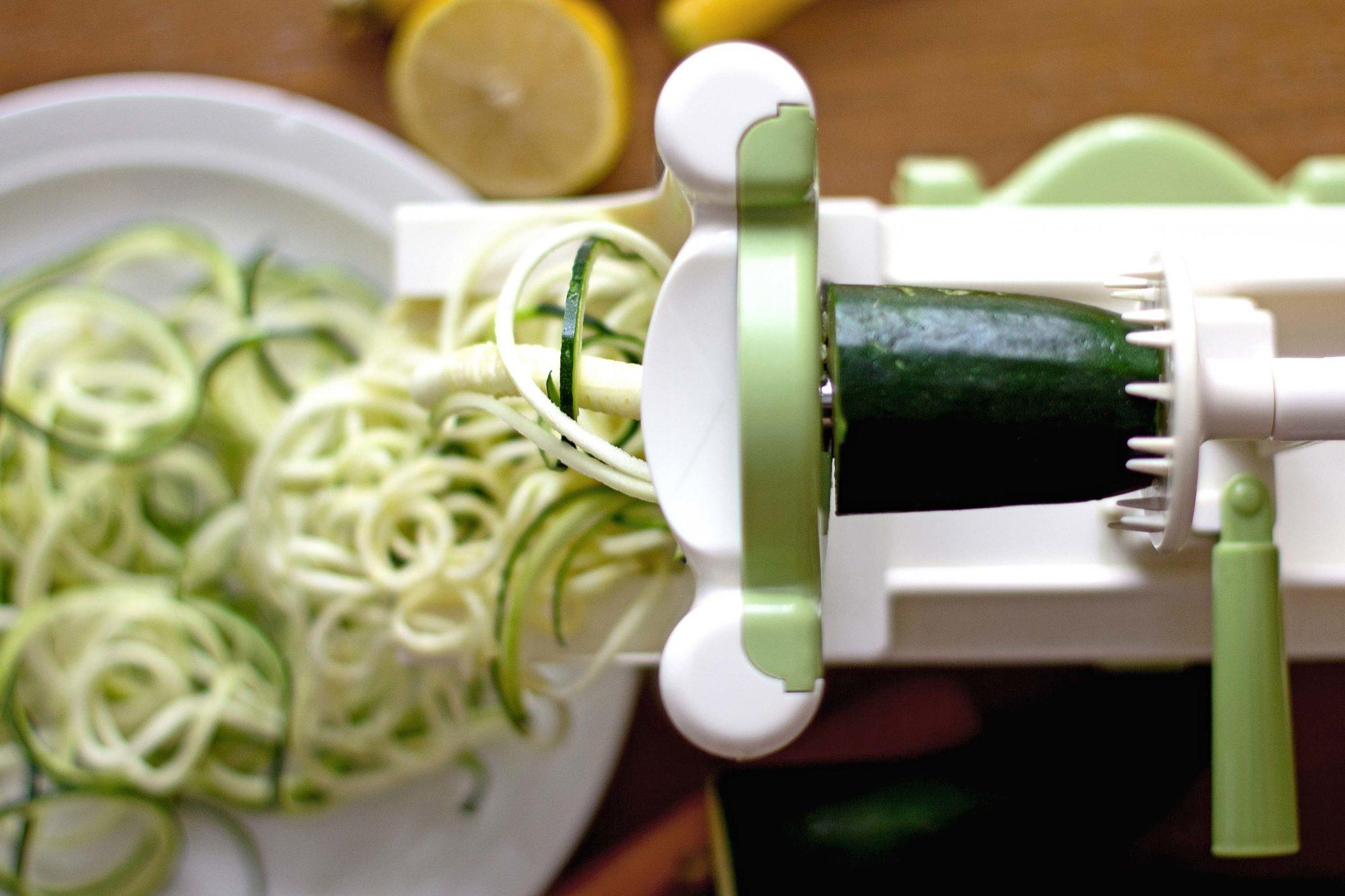 vegan zucchininudeln zucchini zoodles rezept roh vegan gluten frei