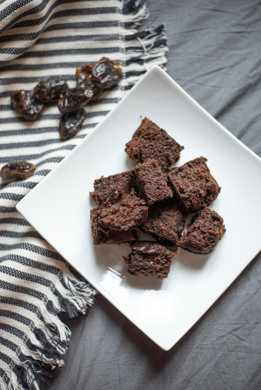 Vegane Brownies ohne Mehl glutenfrei mehlfrei Datteln zuckerfrei erdnussmus