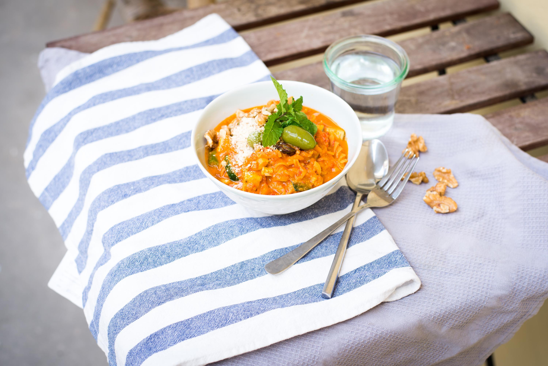 Cremige One-Pot Linsenpasta mit Walnüssen | vegan und glutenfrei mit Gemüse