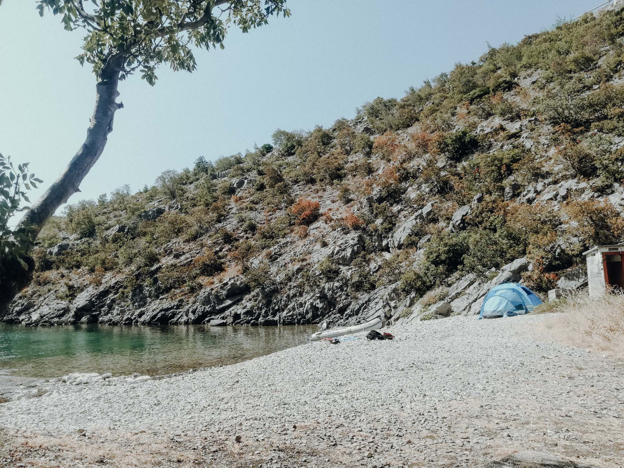 Wild Campen in Kroatien? Roadtrip durch Bosnien Montenegro Kroatien. Am Balkan vegan essen, reisen, fahren, packen. Dogdays of Summer vegan vintage Blog