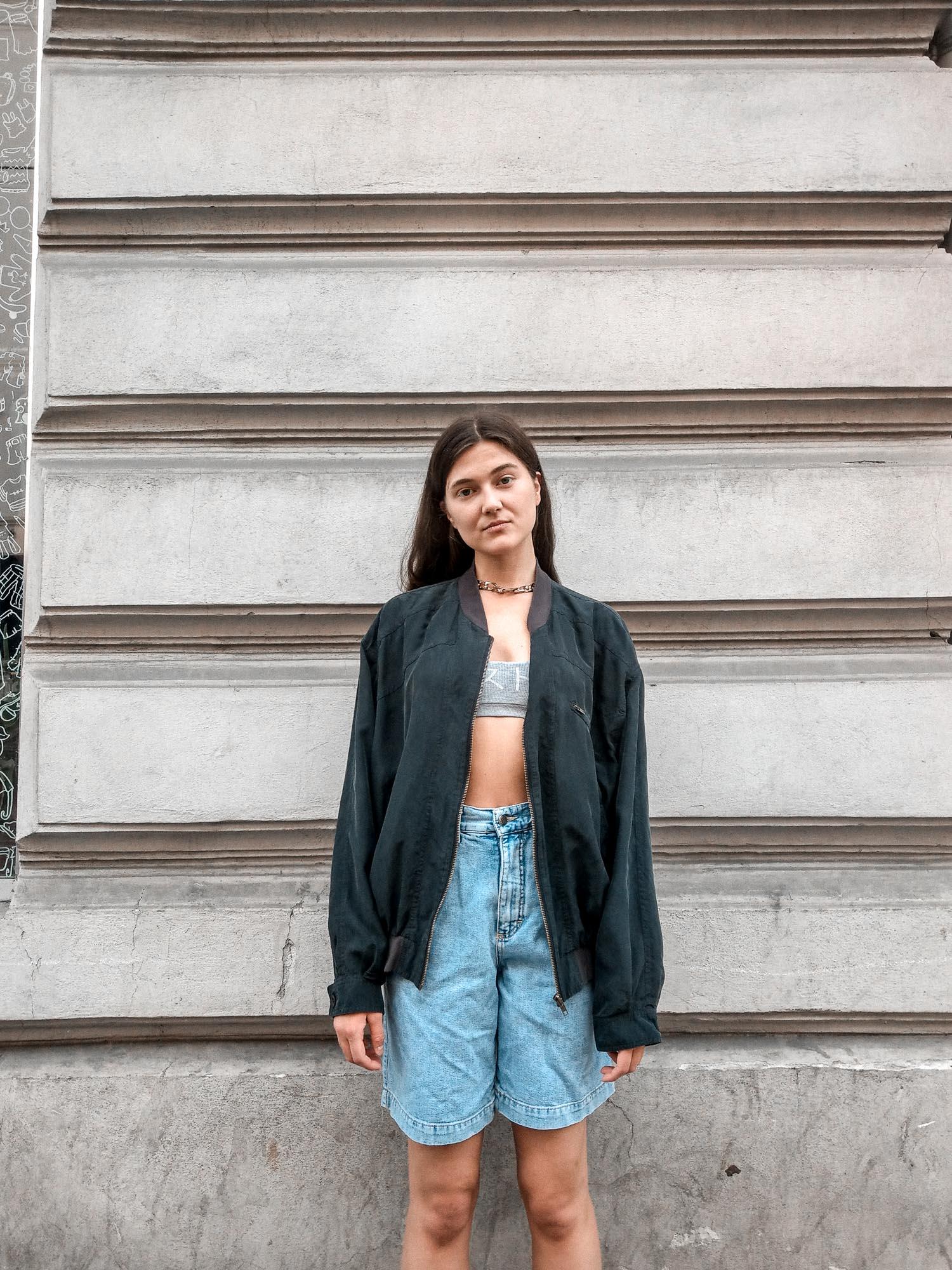 Schulterpolster entfernen aus Vintage 80er Jahre Jacken wie zB. Seidenbomber, Lederbomber