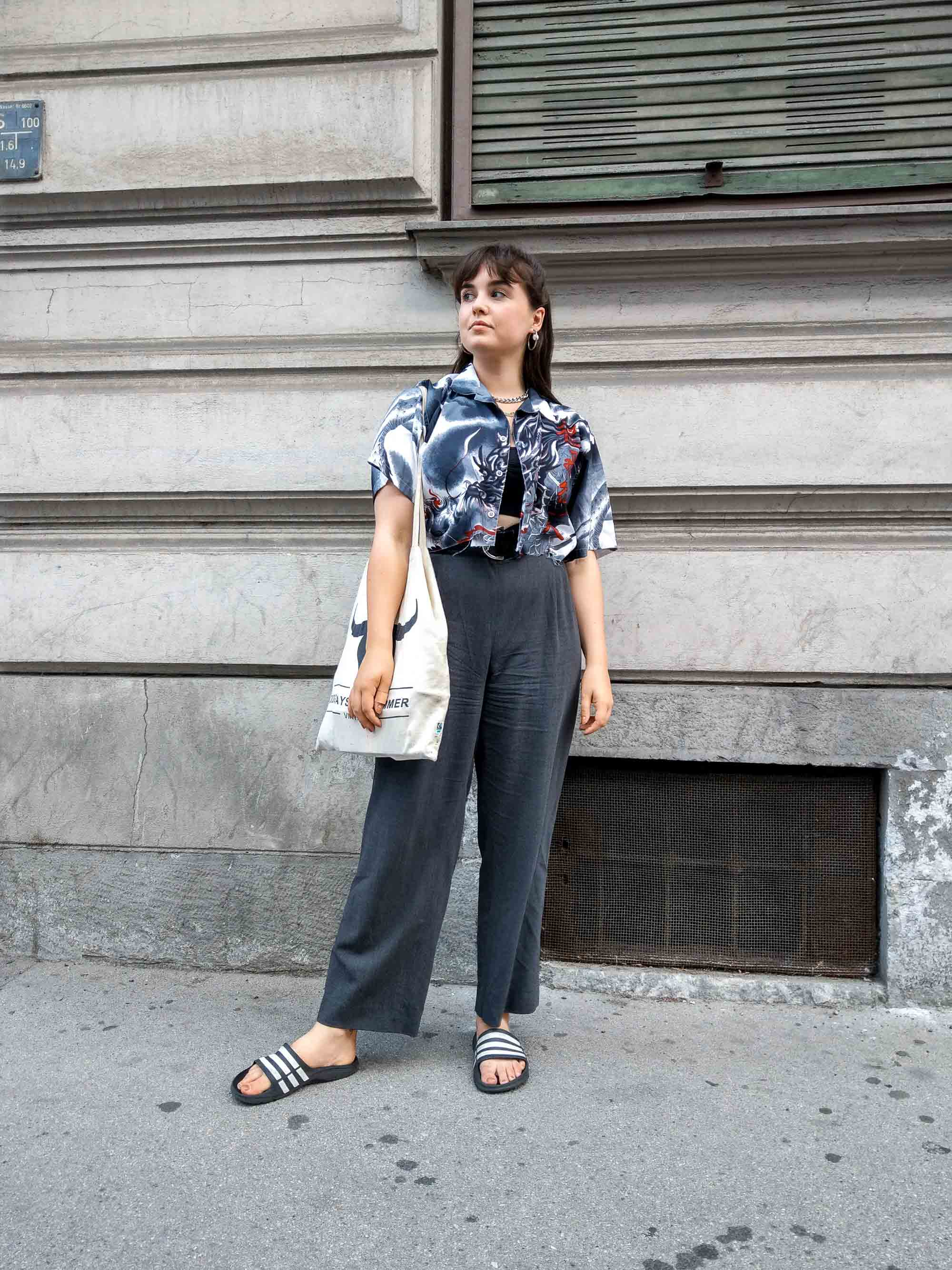 Clarissas Office Looks im Juli – Vintage Outfit Inspiration mit gecropptem Hemd