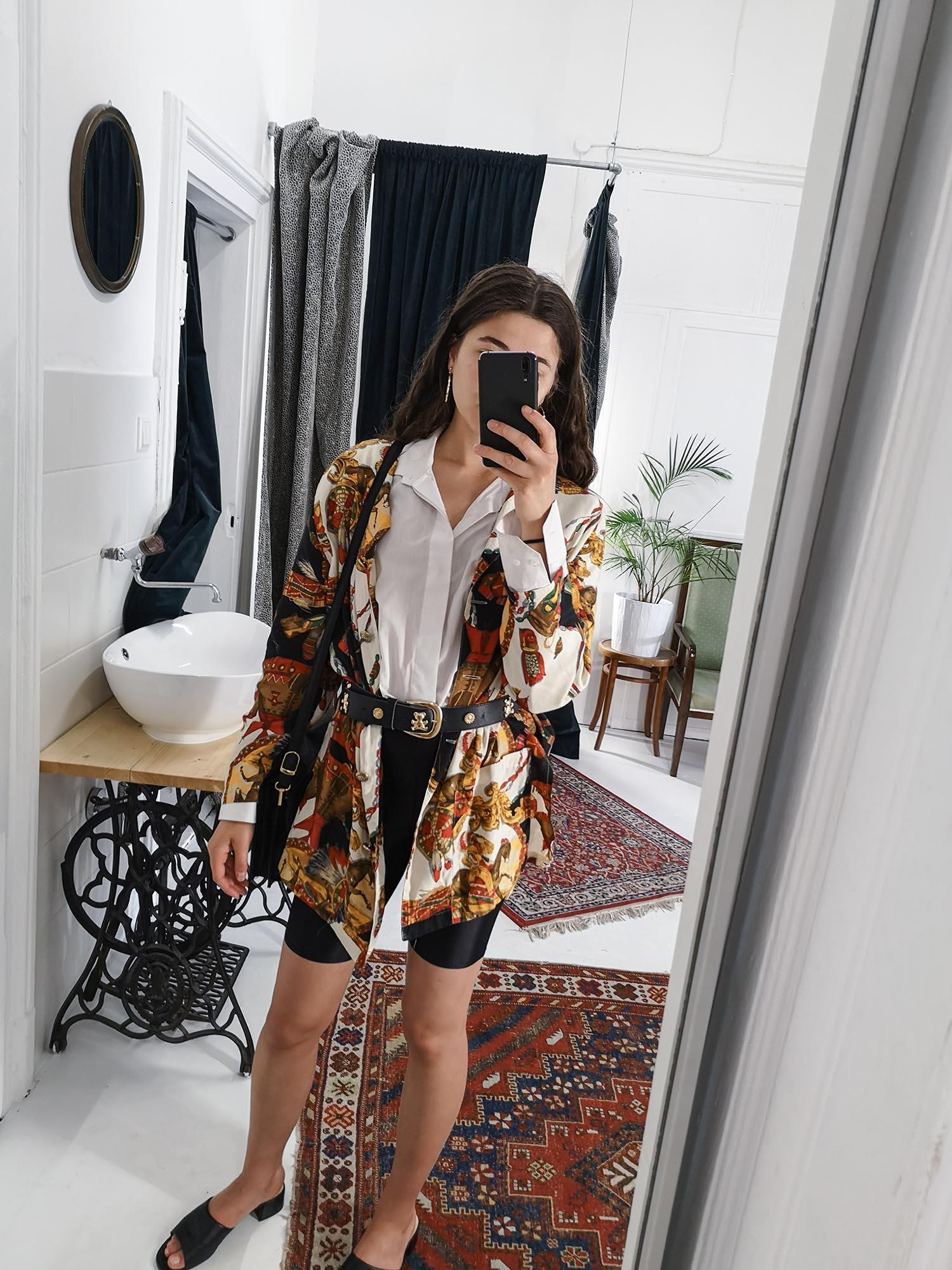 Dianas Office Looks im Juli – Vintage Outfit Inspiration mit Radlerhose und Blazer
