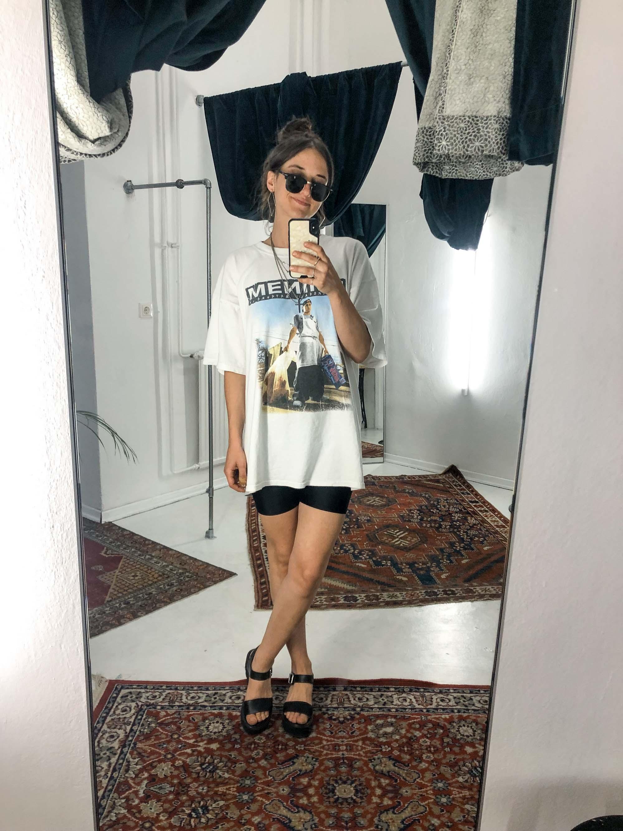Johannas Office Looks im Juli – Vintage Outfit Inspiration mit Eminem Band T-Shirt