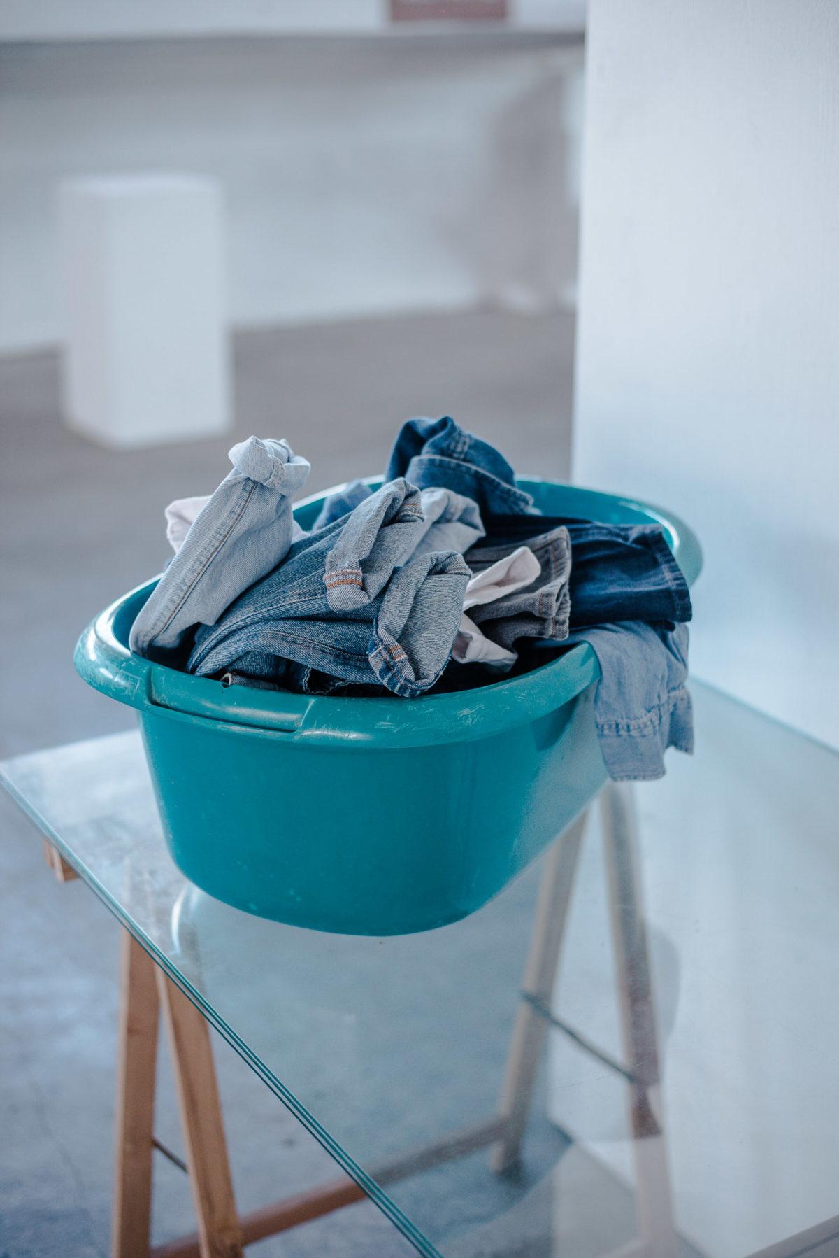 Jeans Thrift Guide: Wie du schlechte Gerüche einfach entfernen kannst