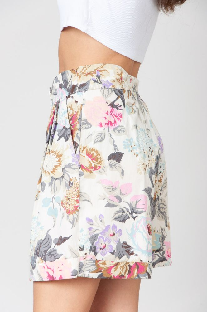 Scent Of Roses Shorts High Waist 3