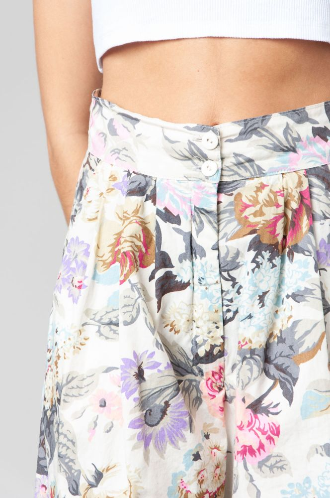 Scent Of Roses Shorts High Waist 4
